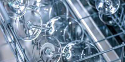 Spülmaschine mit sauberen Gläsern